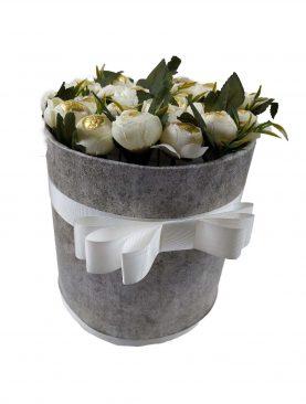 Yuvarlak Kutuda Özel Tasarım Çiçek İçerisinde Çikolata