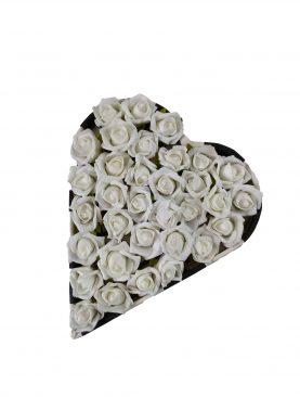 Kalp Kutuda Özel Tasarım Çiçekli Çikolata