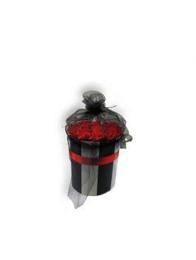 Özel Kutuda Kırmızı Çiçekli Çikolatalar