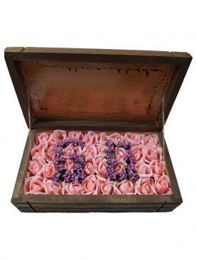 Ahşap Kutuda Kişiye Özel Çiçekli Çikolata